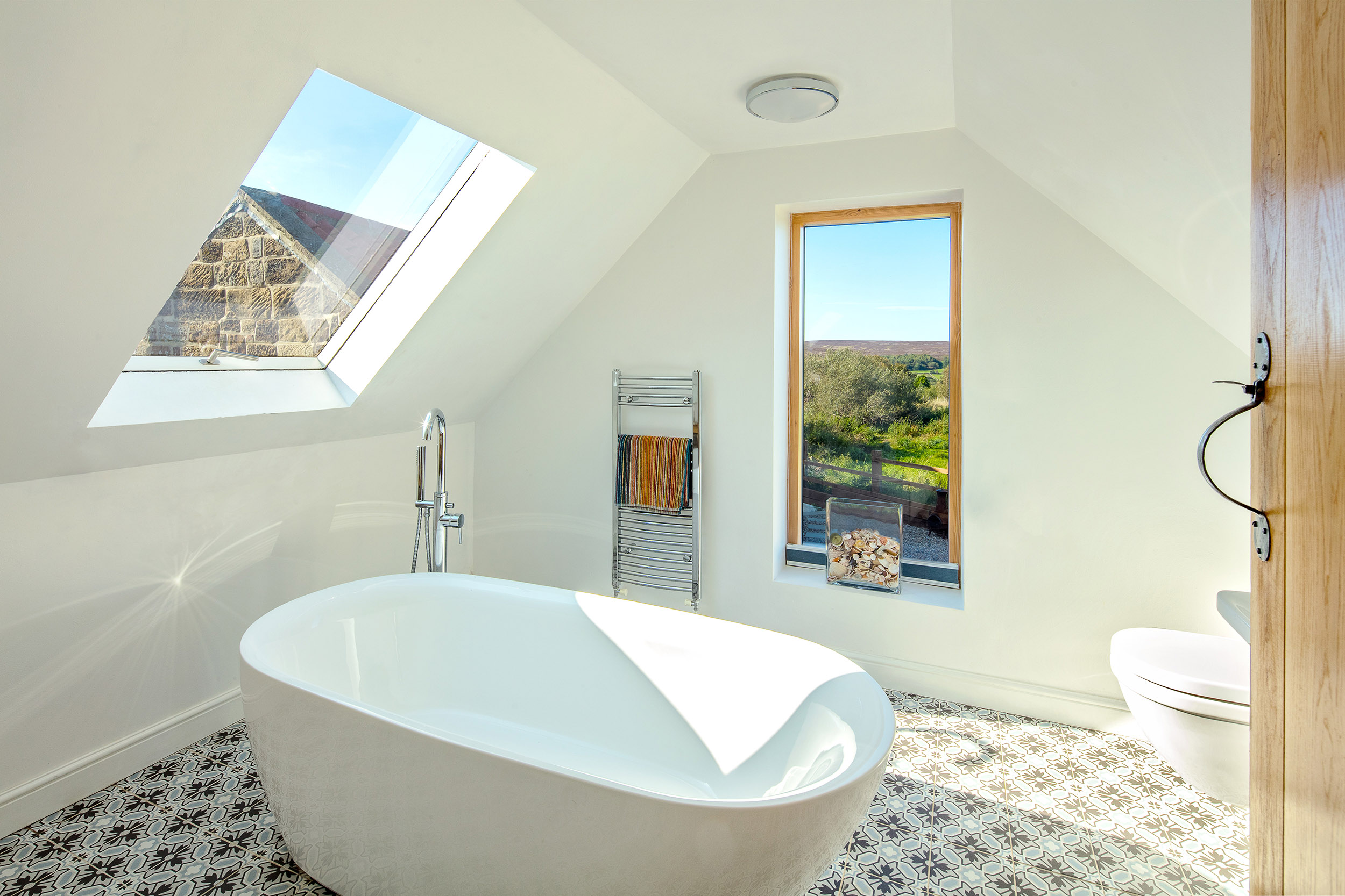 harper-perry-architects-housing-barn-westerdale-north-yorkshire-bathroom-rooflight