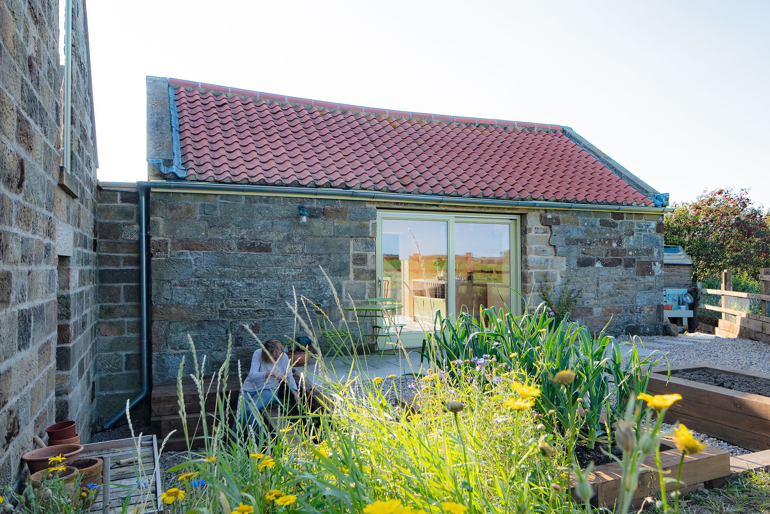 harper-perry-architects-housing-barn-westerdale-north-yorkshire-garden