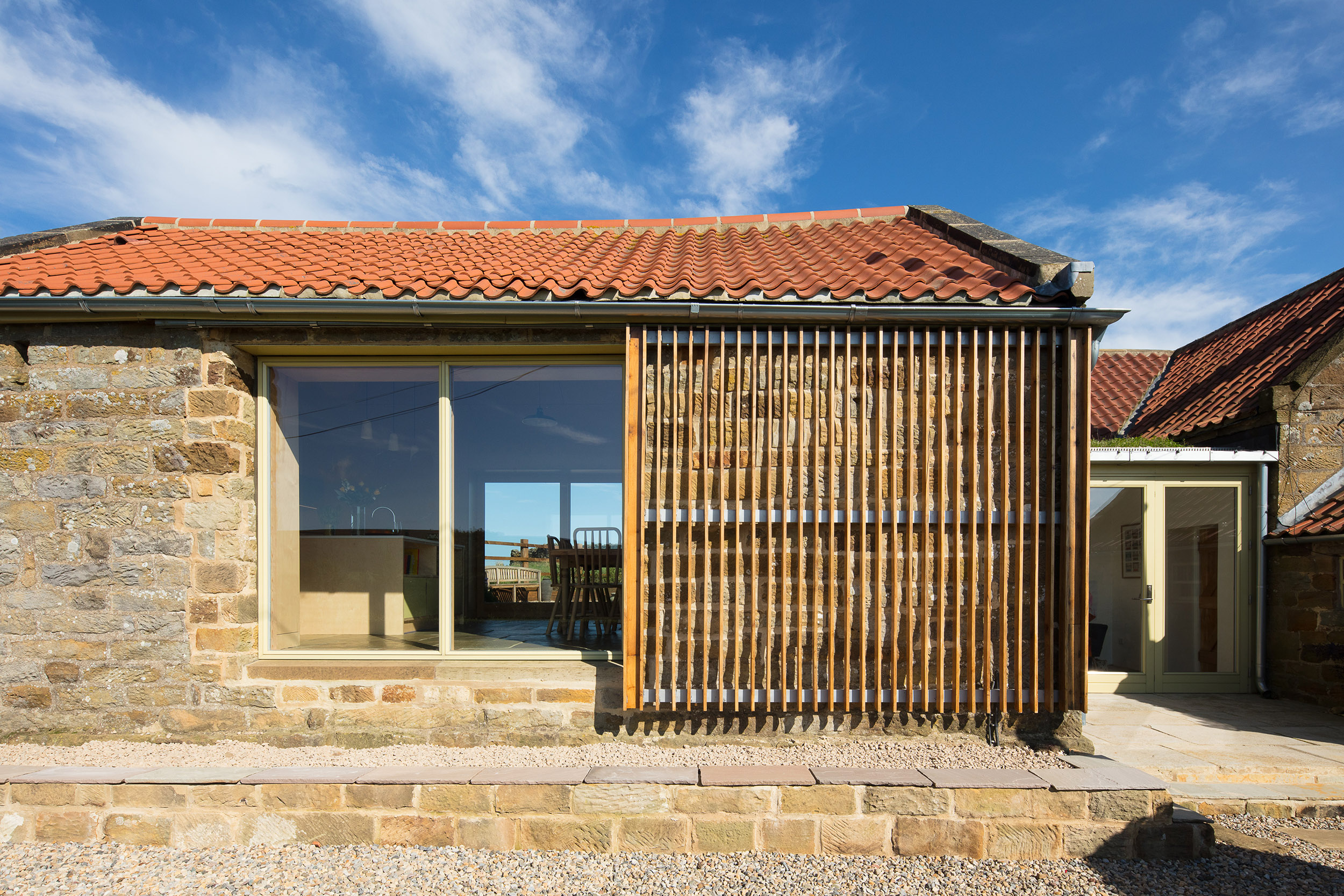 harper-perry-architects-housing-barn-westerdale-north-yorkshire-sliding-screen-open